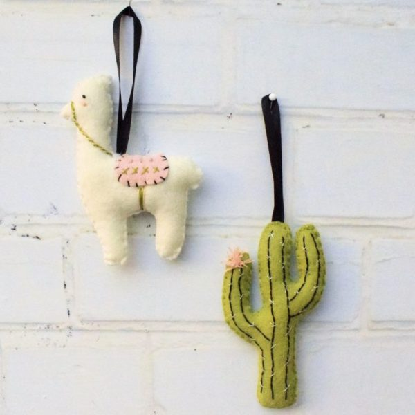 Tutorial and pattern: Felt llama and cactus Christmas ornaments