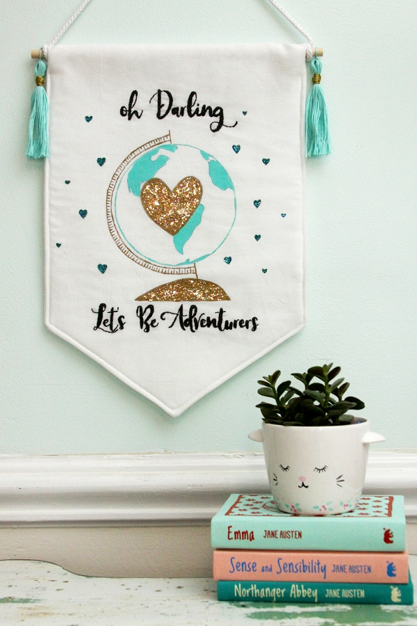 Tutorial and pattern: Glitter heart globe banner