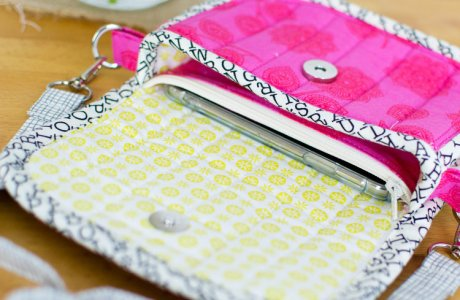 Tutorial and pattern: Small quilted clutch bag