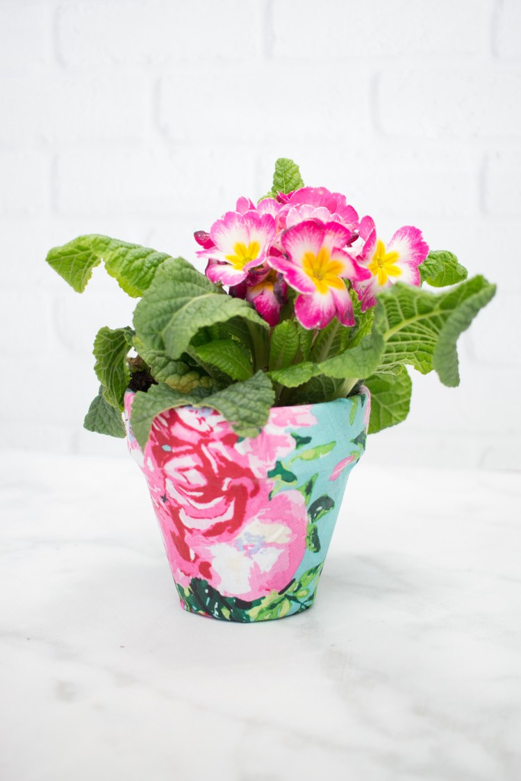 Tutorial: Easy fabric covered flower pots