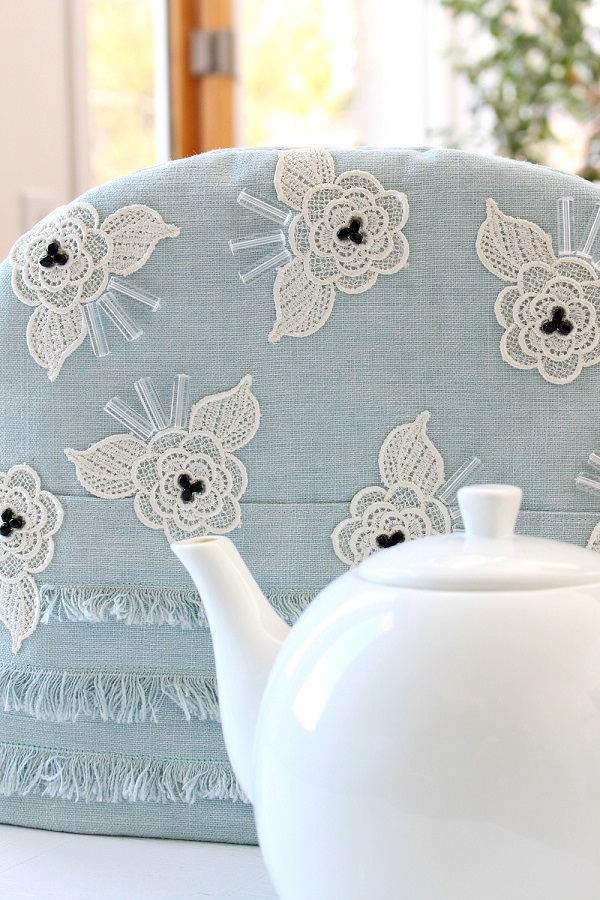 Tutorial: Lace applique tea cozy