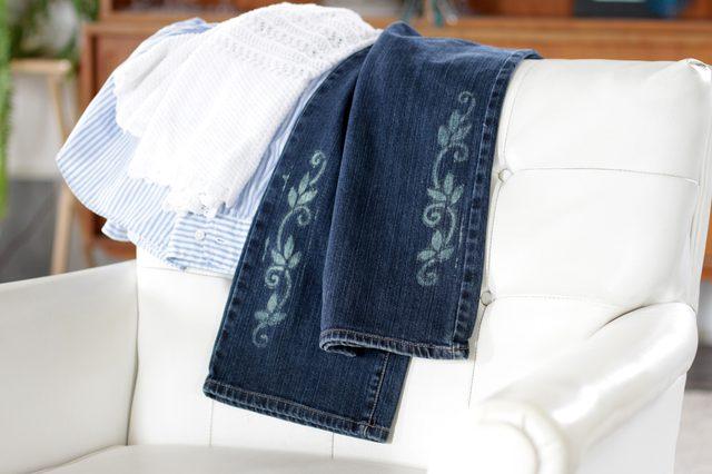 Tutorial: Stencil bleach designs on denim and jeans