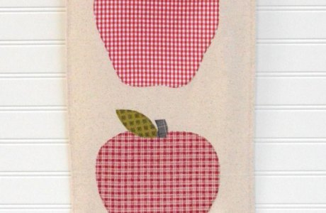 Sewing tutorial: Fall apple banner on a wood hanger