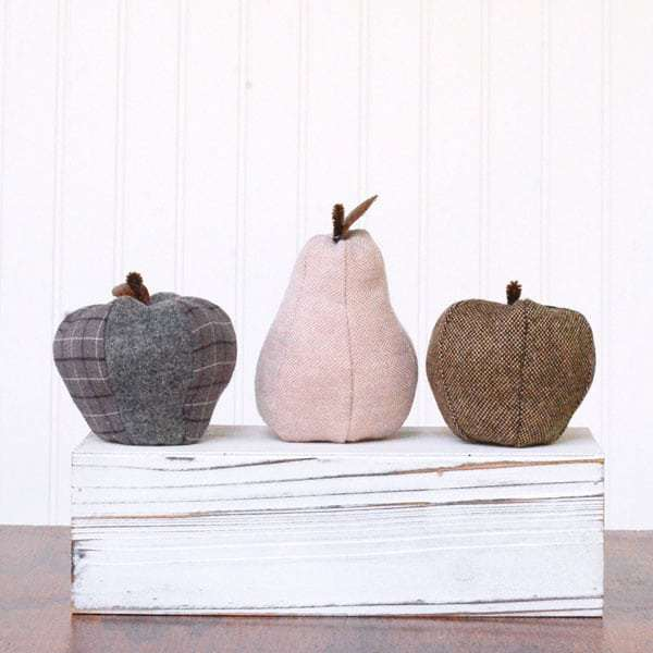 Free sewing pattern: Fabric apple and pear