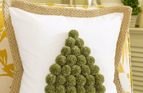 Tutorial: No-sew pom pom Christmas tree pillow
