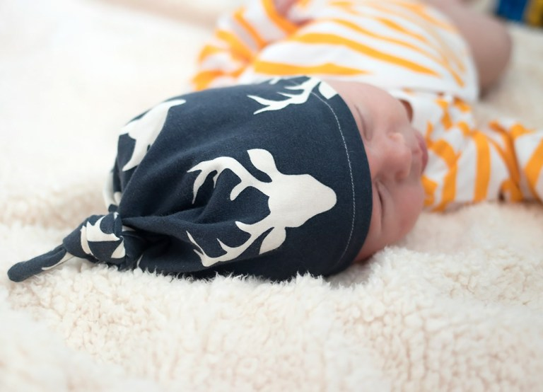 Sewing tutorial: Easy knotted baby hat