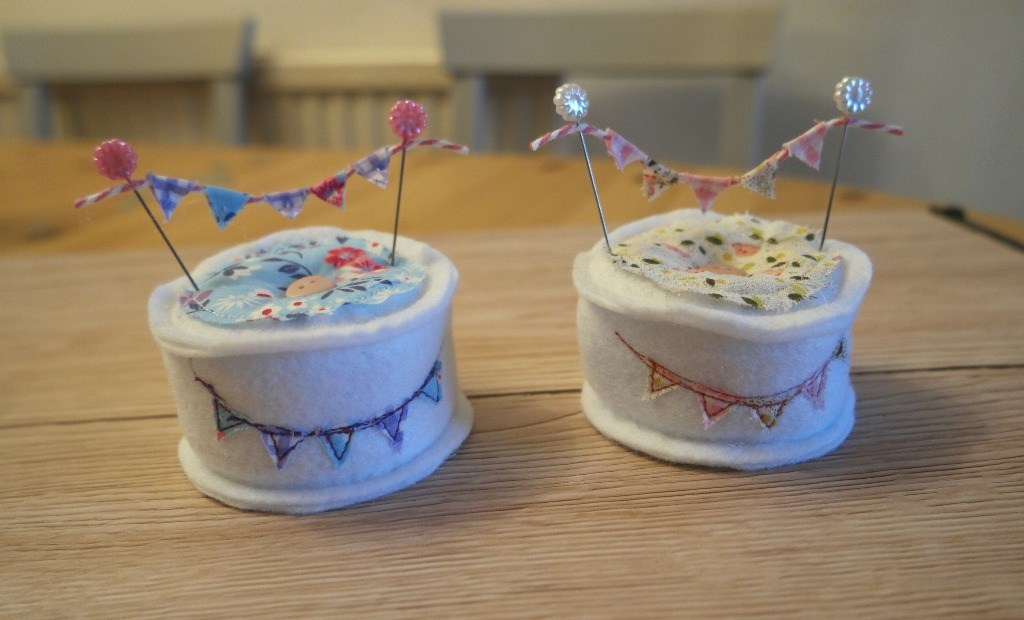 Sewing tutorial: Mini bunting pincushion