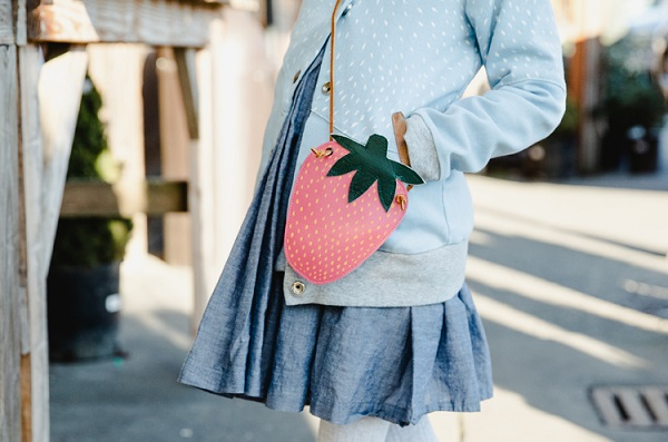 Sewing tutorial: Strawberry coin purse, with free pattern