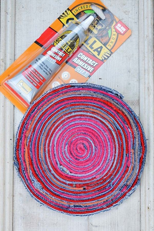 Tutorial: Upcycled denim and sweater placemats