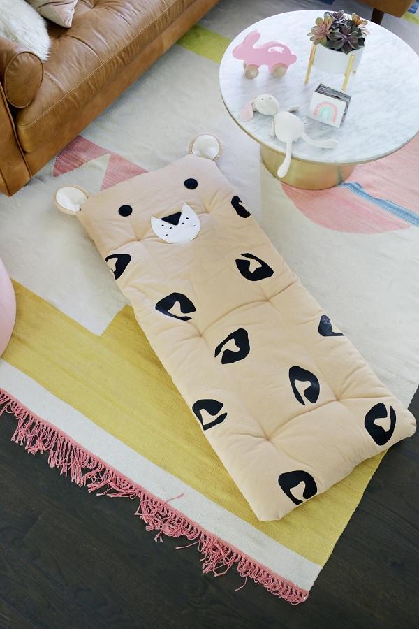 Sewing tutorial: Leopard nap mat