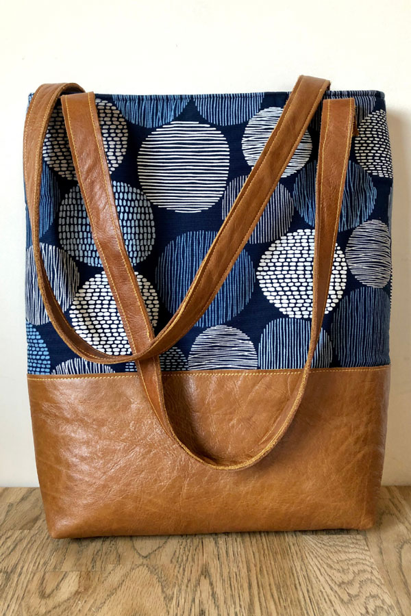 Sewing tutorial: Tote with a pocket for your tablet