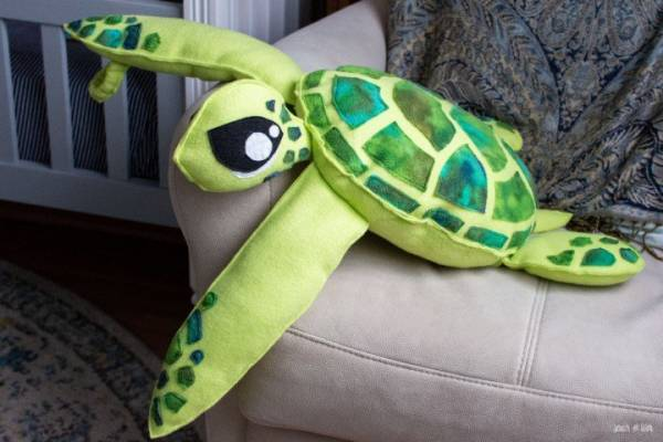 Free pattern: Fleece sea turtle softie