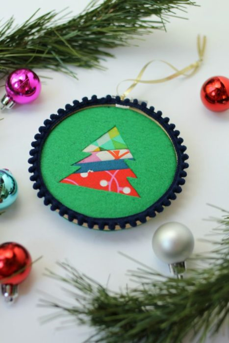 Sewing tutorial: Patchwork and felt Christmas tree ornaments