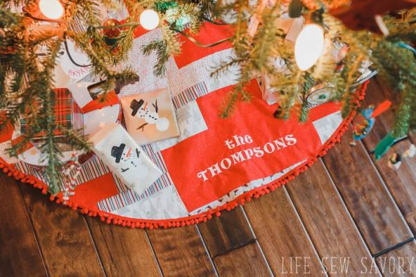 Sewing tutorial: Easy patchwork Christmas tree skirt
