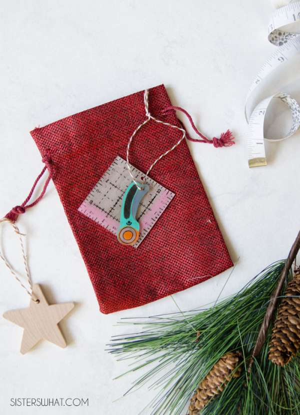 Cute Christmas Ornament for Sewists - DIY Tutorial