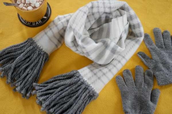 No-Sew Fringed Fleece Scarf - DIY Tutorial