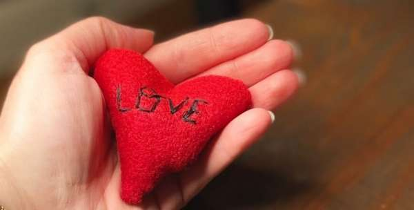 Felt Heart Hand Warmers - Easy Sewing Tutorial