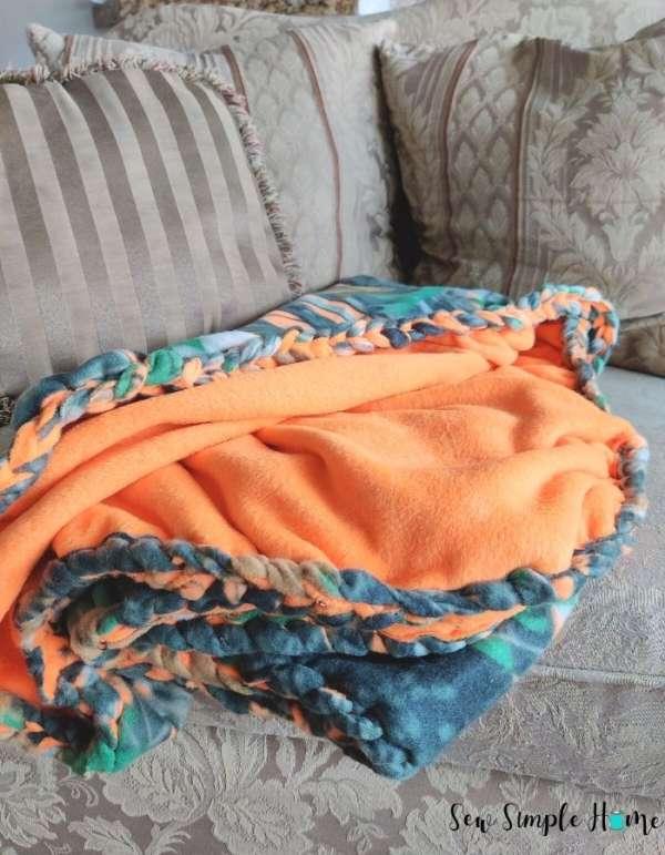 Braided Edge Fleece Blanket - Easy Sewing Tutorial