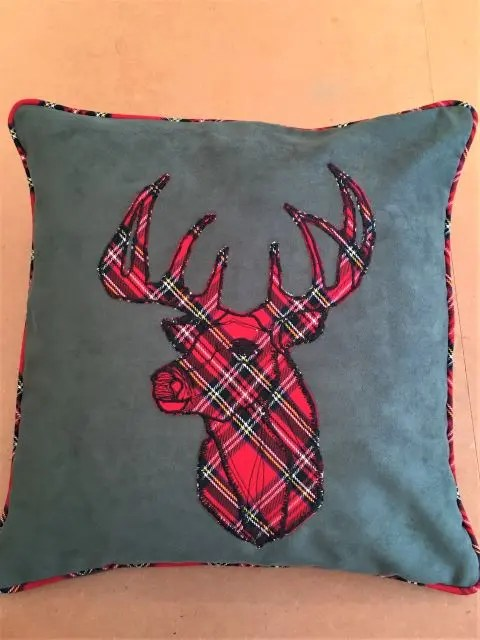 cushion with the stag applique
