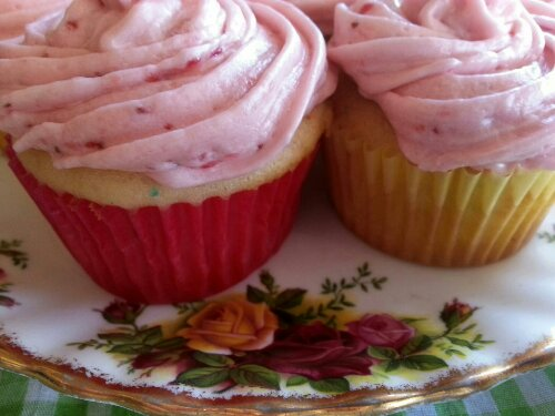 strawberry cupcakes with vintage plate by Sew.Knit.Create