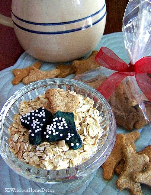 Homemade oatmeal dog biscuits with free ebook at sewlicioushomedecor.com