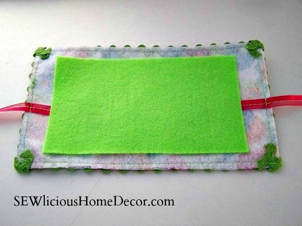 needle-holder-tutorial-inside-of-pouch-sewlicioushomedecor