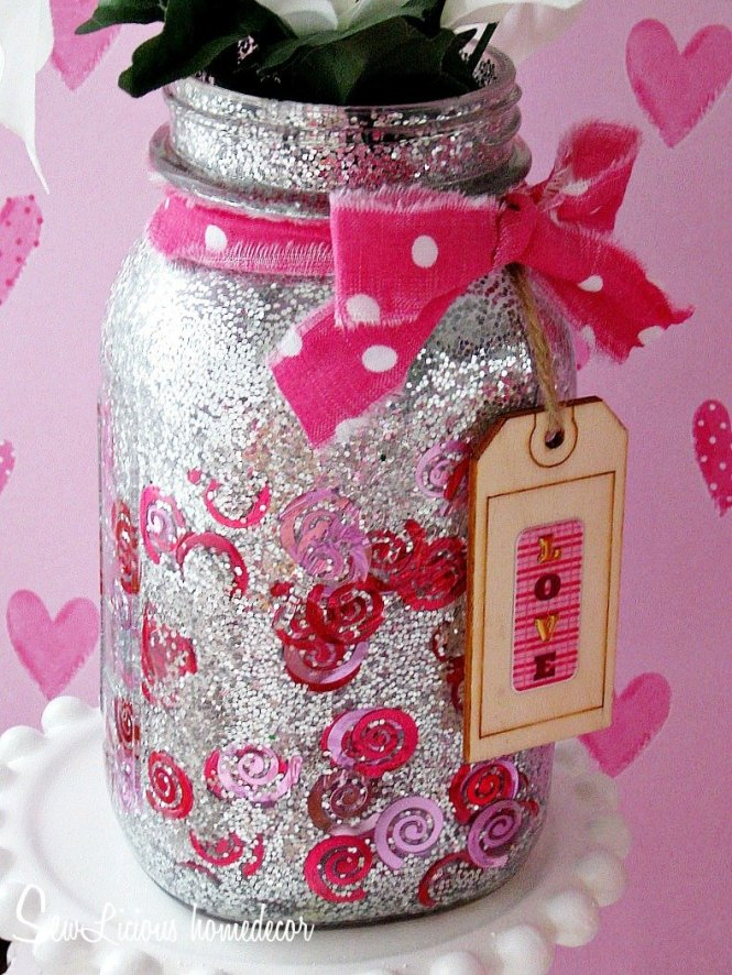 Confetti and glitter Valentine Mason Jars at sewlicioushomedecor.com