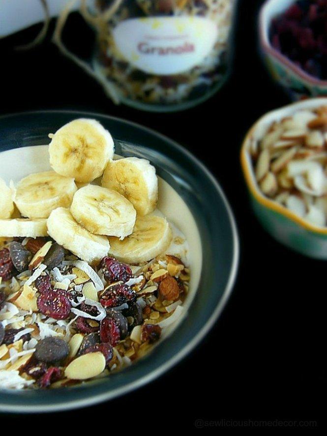 Nanas Homemade Granola with almonds oats cranberries and coconut at sewlicioushomedecor.com