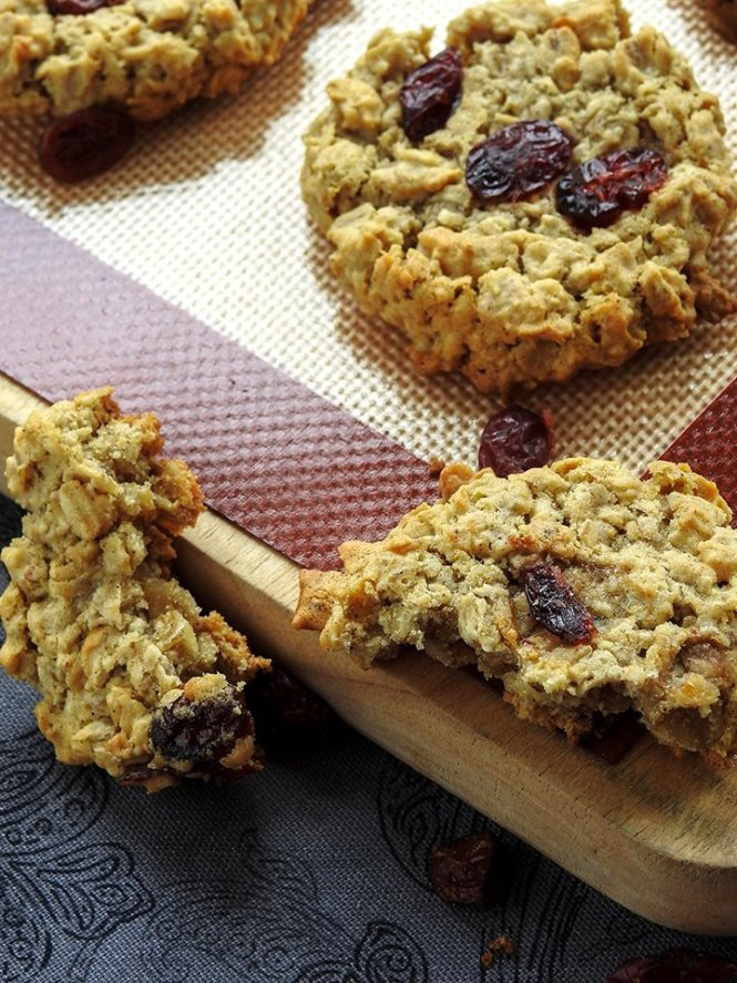 Eggless Cranberry Oatmeal Cookies sewlicioushomedecor.com