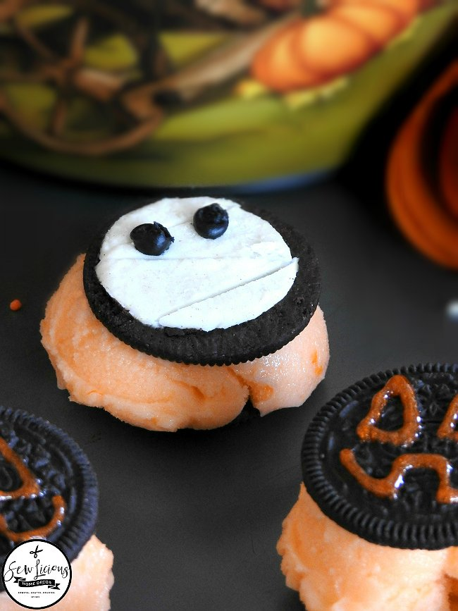 halloween-mummy-oreos-sewlicioushomedecor.com