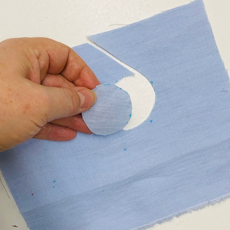 How to use a sewing gauge to draw circles
