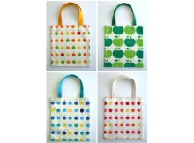 If you want to make a simple Tote Bag in just twenty minutes, then here is the FREE pattern and tutorial for the Twenty Minute Tote Bag. You can brighten up your Tote Bag by using sophisticated colorful fabrics with a bold and stylish print. Some sturdy cotton webbing has been used for the handles in contrasting colors.