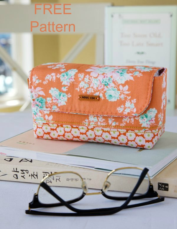 Here's a great quick and easy sewing project from a designer that is being featured for the first time with Sew Modern Bags. With this wonderful FREE pattern, you can make this Back To School Stationery Pouch for your daughter, granddaughter, niece or friends. This would be great for a young girl on her first day back to school.