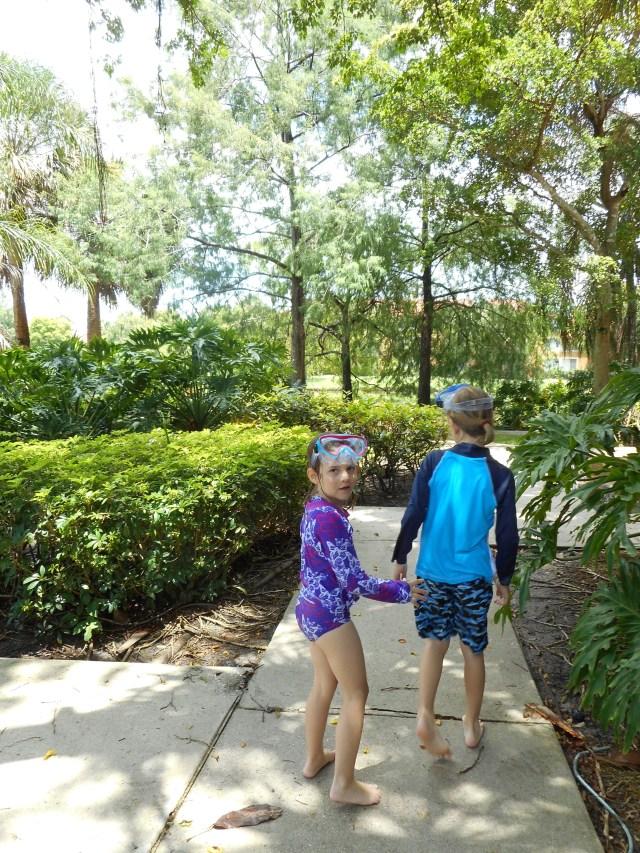 Poolside with thye Family, Sew Pomona