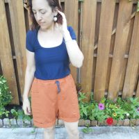 Drawstring Linen + Viscose Shorts and Navy Tee