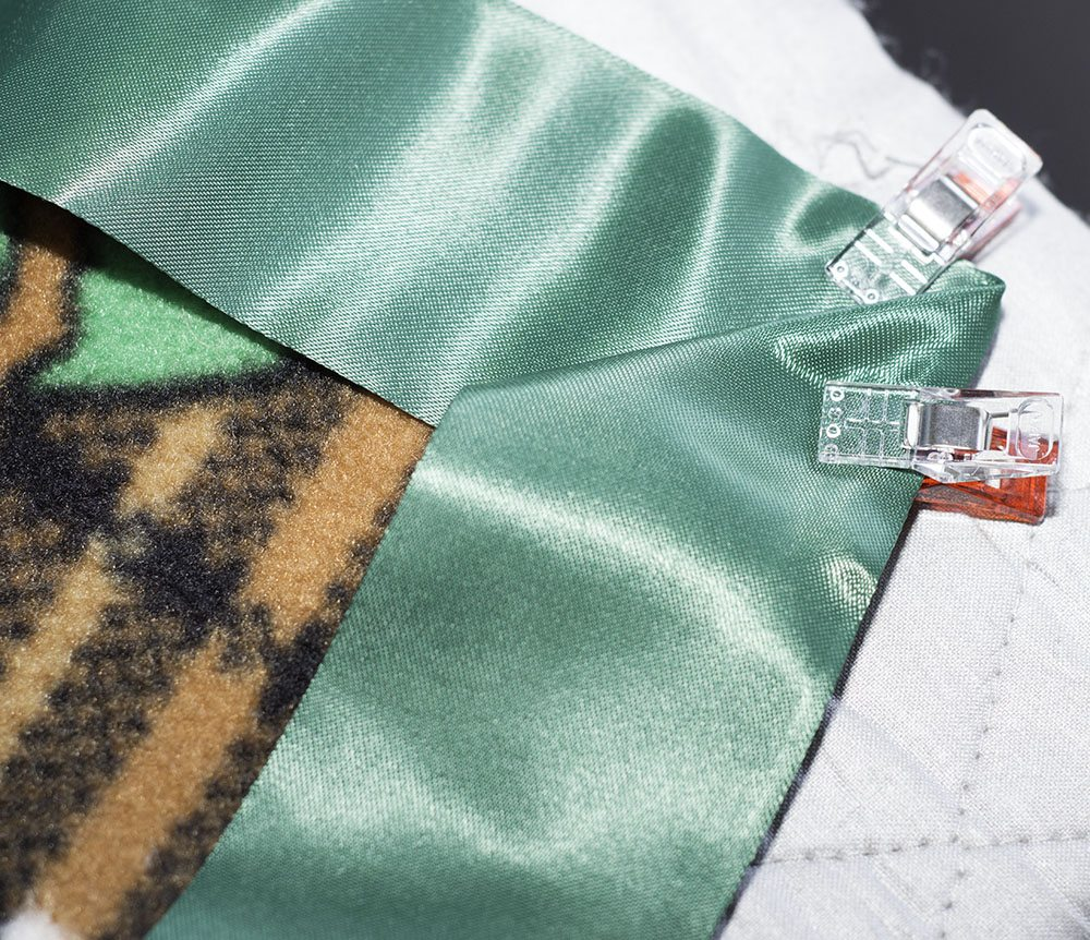 Inexpensive Fleece Throw Blanket Gift Tutorial/Folding Corners