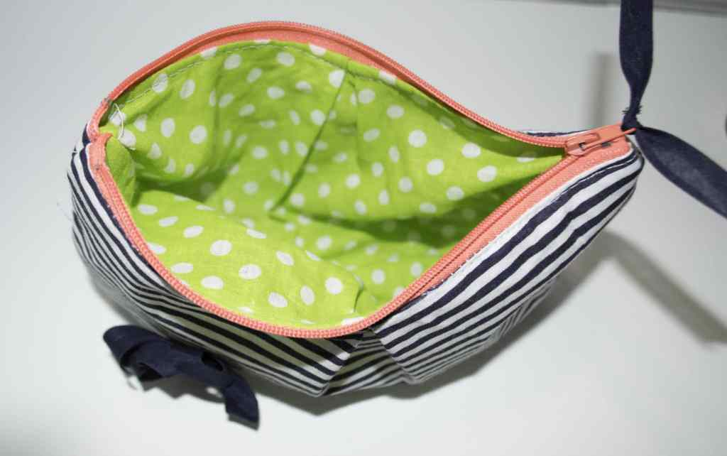 DIY-Pleated-Makeup-Bag-Interior-1024x642 DIY Pleated Makeup Bag