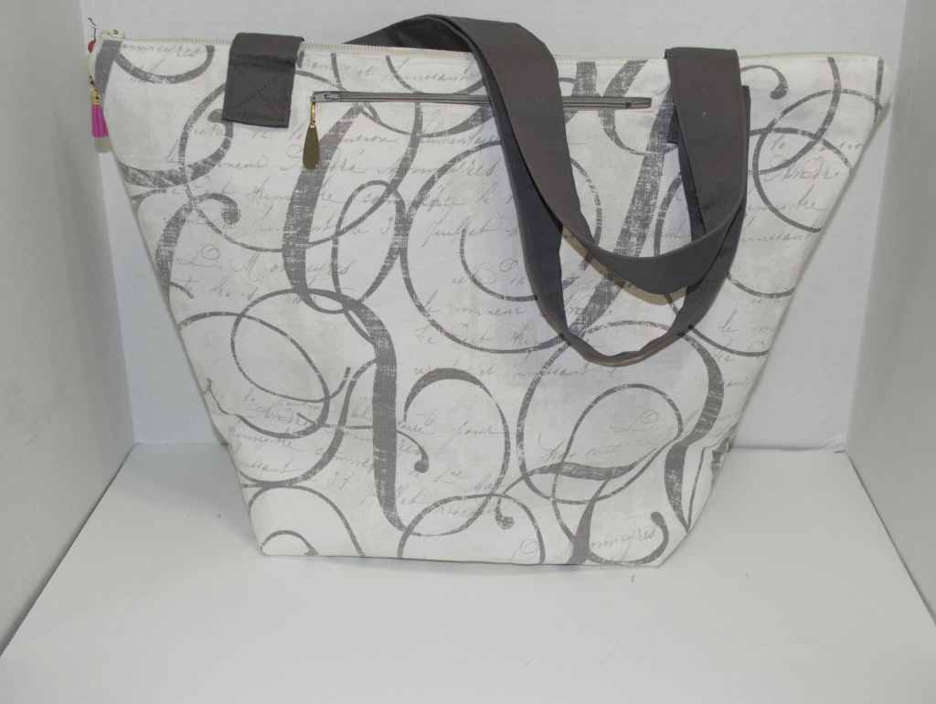 A Travel Tote for All Seasons