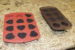 Place-the-mixture-into-your-molds-300x200 Valentine Cake Pops