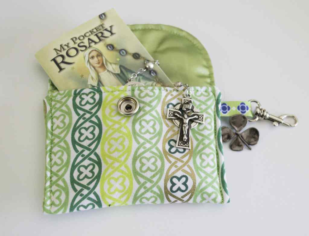 ST.-Patricks-Padded-Rosary-Pouch-1024x783 25 Easy to Make Fat Quarter Projects