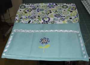Add-an-applique-to-one-of-the-pockets-300x216 Pretty Little Bedside Caddy