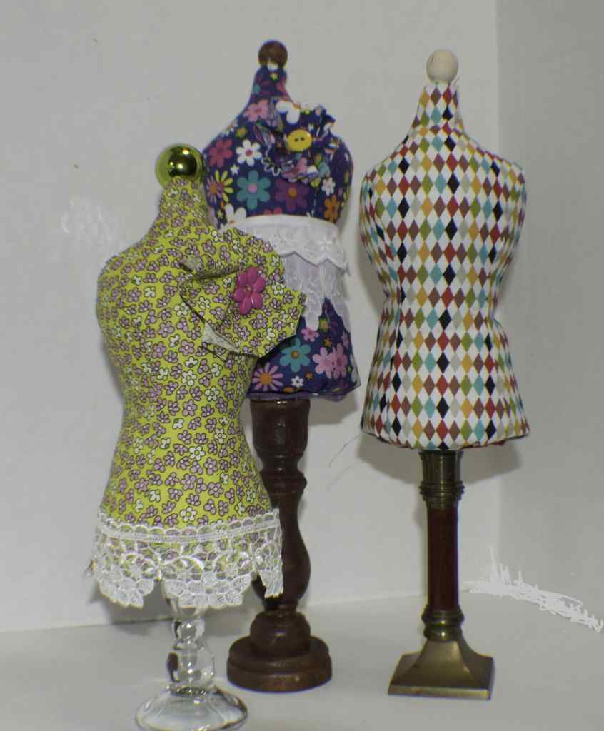 DIY-Mannequin-Pin-Cushions-846x1024 25 Easy to Make Fat Quarter Projects