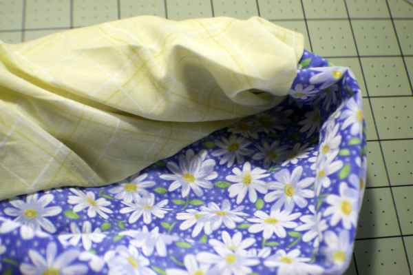 How to make a pillow case in 5 easy steps