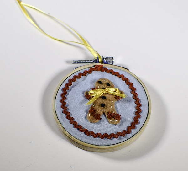 How to Make Embroidery Hoop Christmas Ornaments
