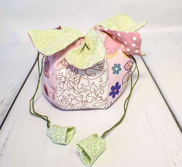 How to make a strawberry Drawstring pouch