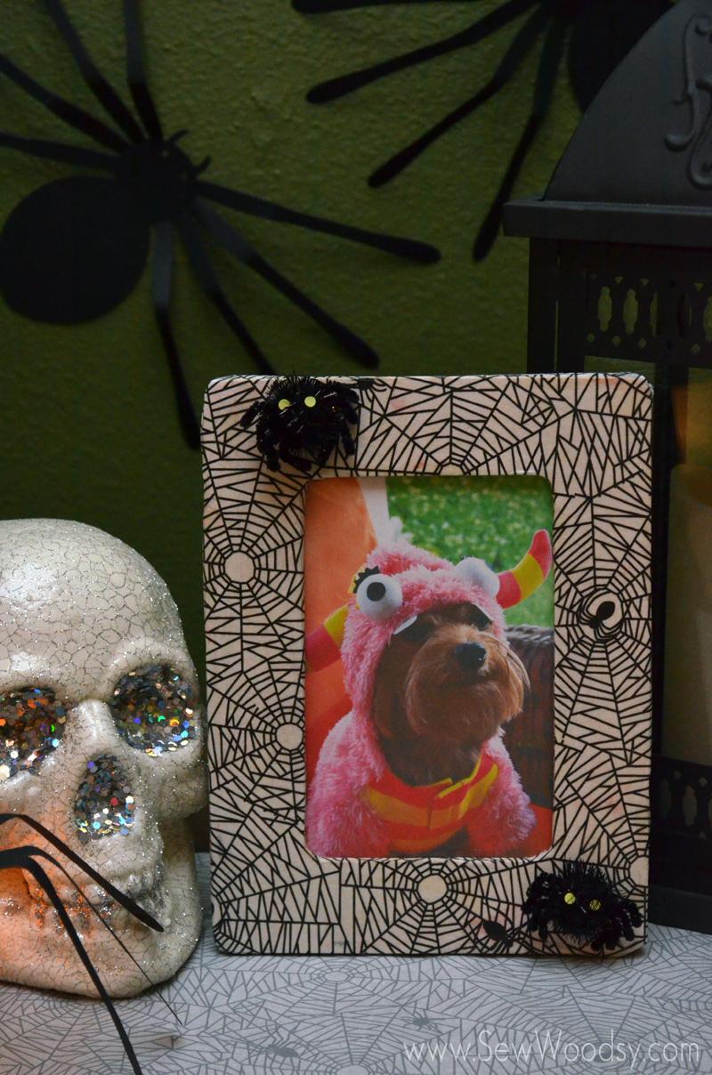 Decoupage Spider Web Picture Frame from SewWoodsy.com #Halloween #12MonthsOfMartha #MarthaStewartCrafts #Craft #Decoupage