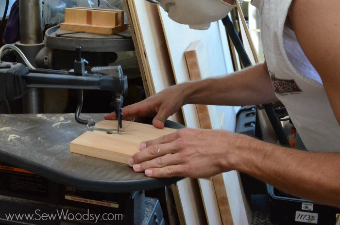 How to Cut Letters Using a Scroll Saw