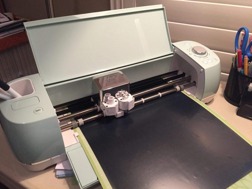 Cricut Explore Air 2 cutting Black Iron On Vinyl
