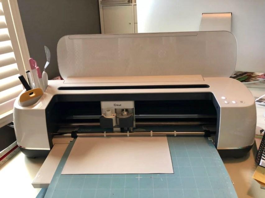 Cricut Maker - DIY One Lucky Mama Iron-On Shirt