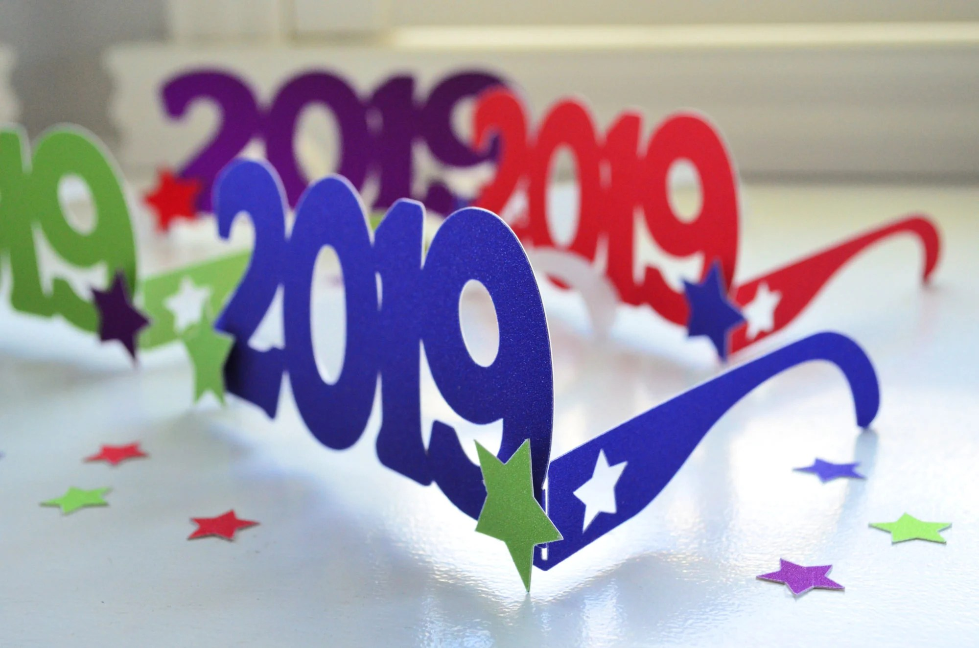 DIY 2019 New Year's Eve Glasses
